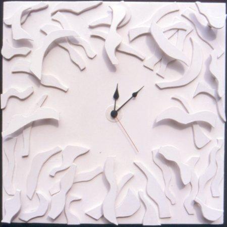 white-sculpted-clock